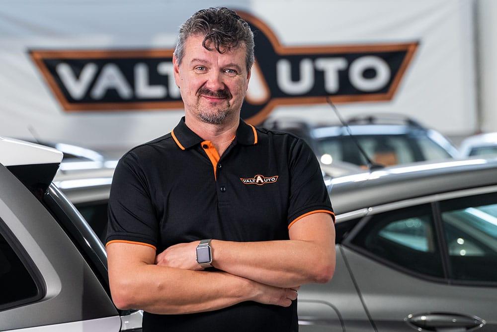 Pekka Saarinen |Valta-Auto